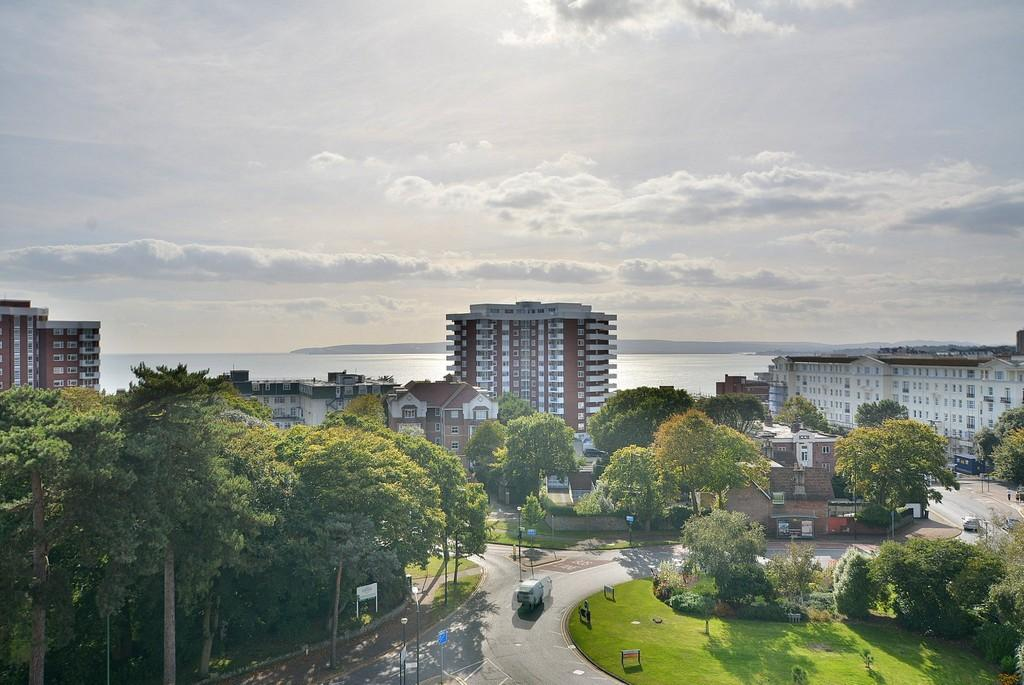 3 Bedrooms Apartment Flat for sale in Amberley Court, Bath Road, Bournemouth