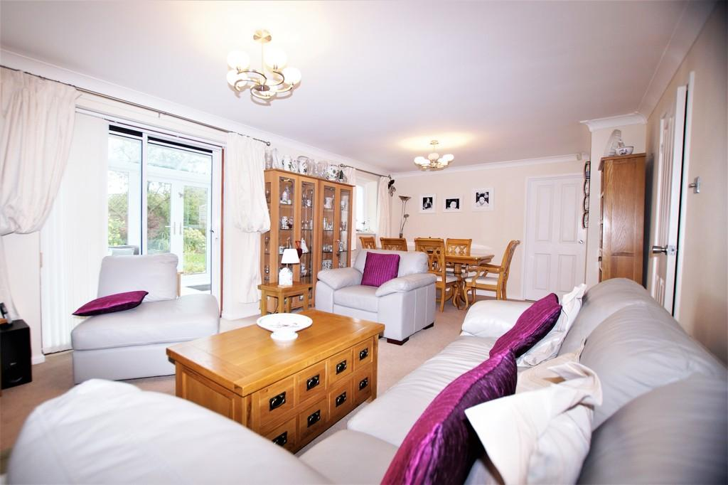 3 Bedrooms Detached House for sale in Pinfold Grove, Bridlington