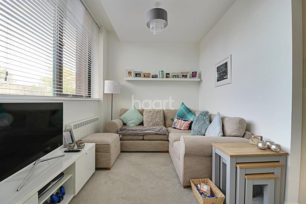 2 Bedrooms Flat for sale in Westlea, Swindon, Wiltshire
