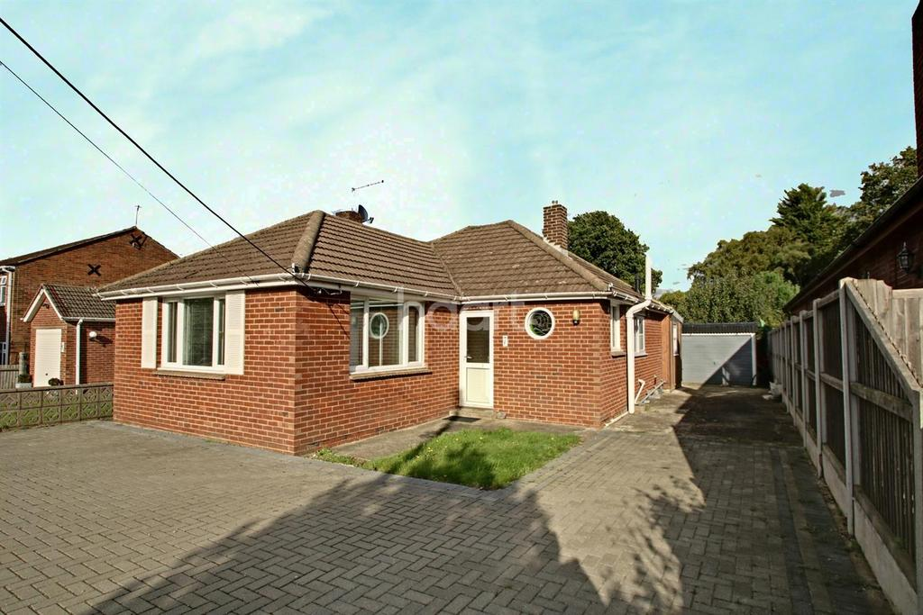 2 Bedrooms Bungalow for sale in Kit Hill Avenue, Walderslade