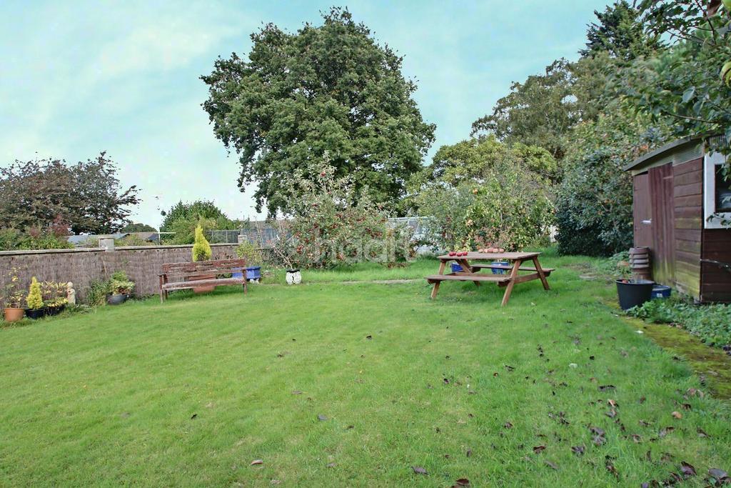 2 Bedrooms Bungalow for sale in Kit Hill Avenue, Walderslade