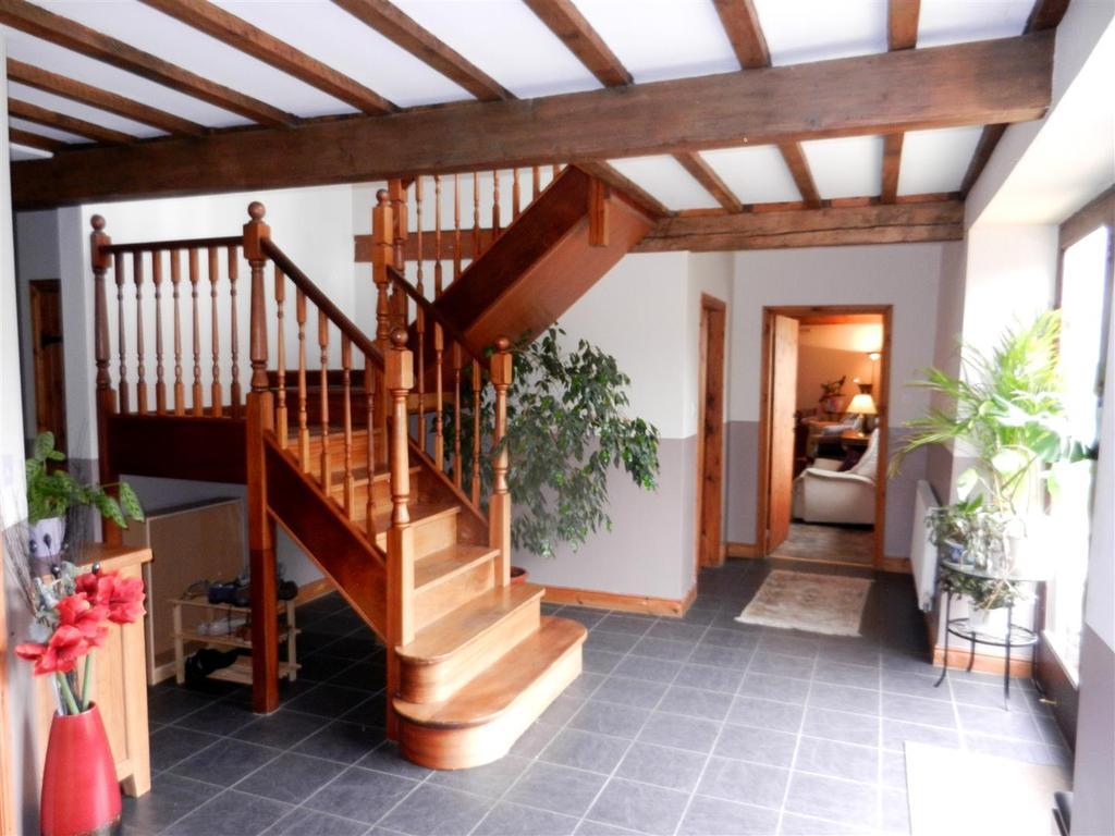 5 Bedrooms Detached House for sale in Tanllan Lane, Coedpoeth, Wrexham