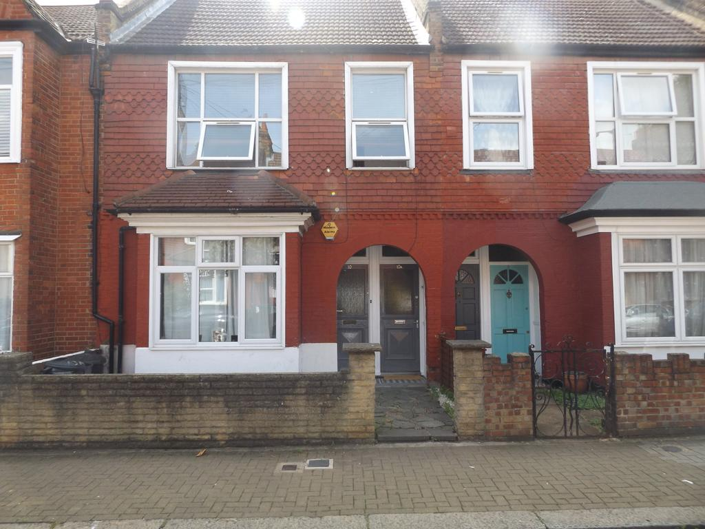 3 Bedrooms Maisonette Flat for sale in Kettering Street, Streatham SW16