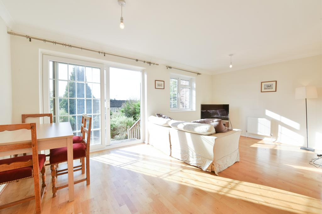 3 Bedrooms Terraced House for sale in Julian Hill, Weybridge, Surrey KT13