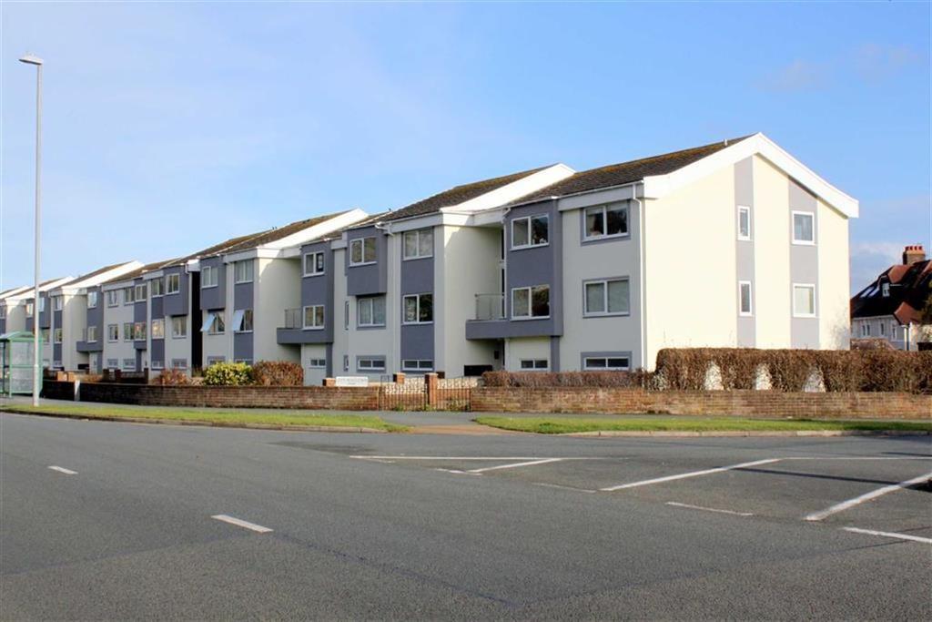 2 Bedrooms Apartment Flat for sale in Gloddaeth Avenue, Llandudno, Conwy