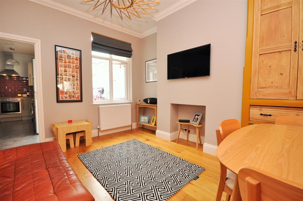 2 Bedrooms Terraced House for sale in Poppleton Road, York, YO26 4UN