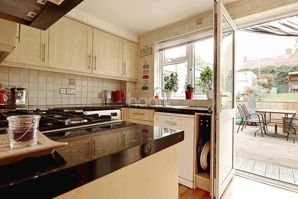 3 Bedrooms Semi Detached House for sale in Plantation Drive, Orpington