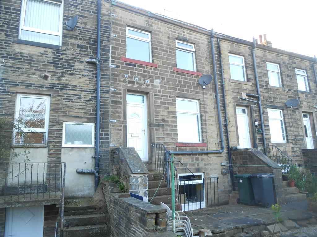 2 Bedrooms Terraced House for sale in Spring Hill, Wilsden BD15