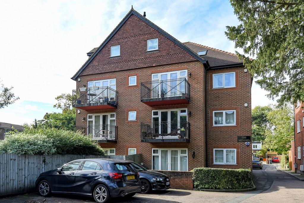 2 Bedrooms Flat for sale in Copers Cope Road, Beckenham