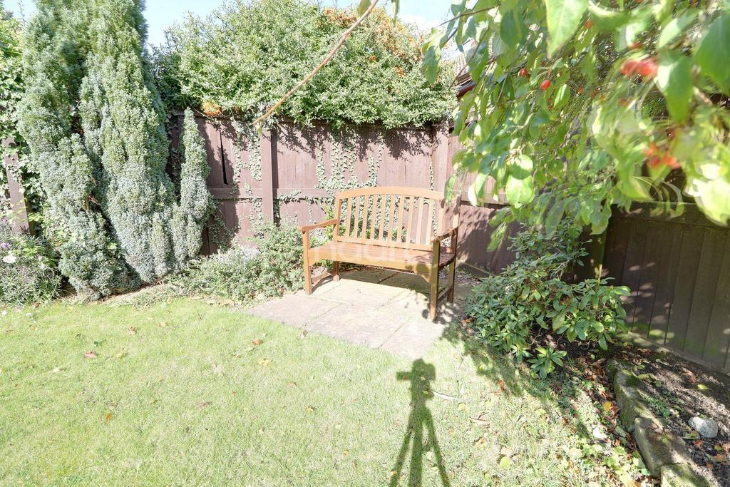 4 Bedrooms Bungalow for sale in The Gardens, Bessacarr, Doncaster