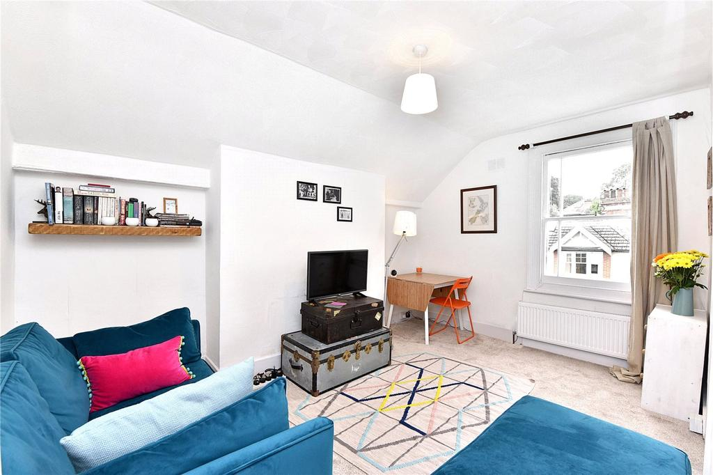 2 Bedrooms Flat for rent in Mycenae Road, London