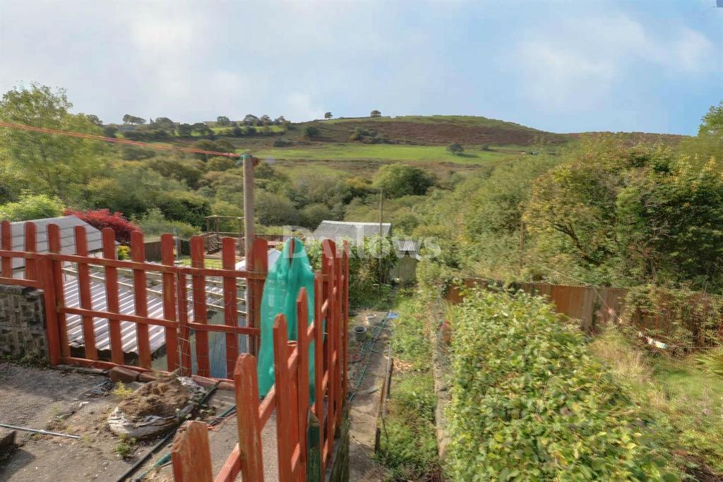 3 Bedrooms Semi Detached House for sale in Graig Y Fedw, Abertridwr
