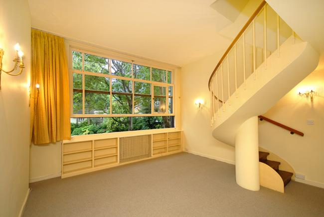 2 Bedrooms Flat for sale in Palace Gate, London. W8