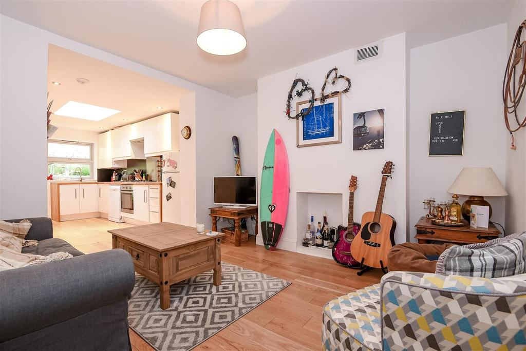 2 Bedrooms Maisonette Flat for sale in Stanbridge Road, Putney.