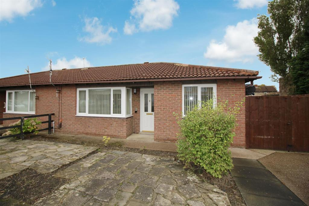 2 Bedrooms Semi Detached Bungalow for sale in Beadnell Gardens, Shiremoor