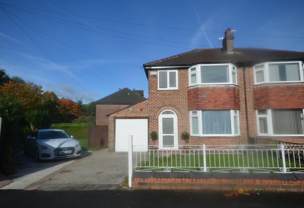 3 Bedrooms Semi Detached House for sale in Dudley Road, Timperley WA15