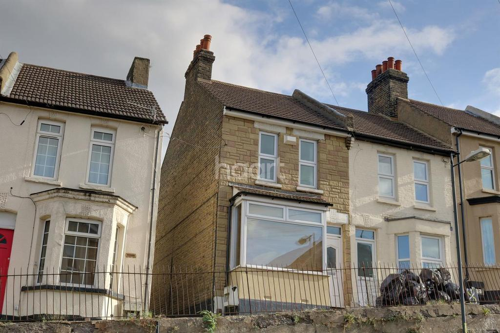 2 Bedrooms End Of Terrace House for sale in Magpie Hall Road, Chatham, ME4