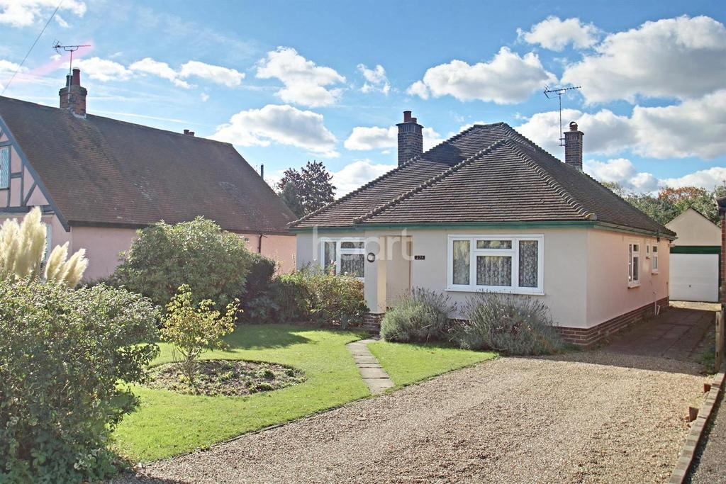 3 Bedrooms Bungalow for sale in Straight Road, Colchester
