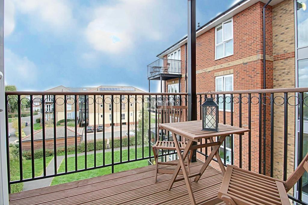 2 Bedrooms Flat for sale in St Catherines Close, Raynes Park, London, SW20