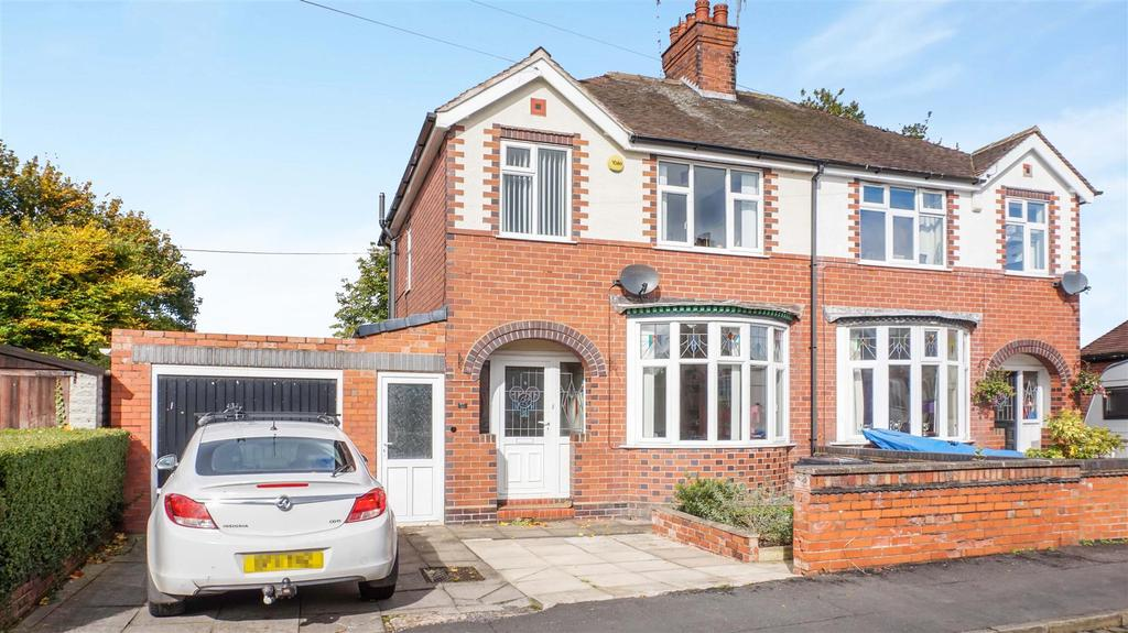 3 Bedrooms Semi Detached House for sale in Oakdene Avenue, Wolstanton, Newcastle, Staffs
