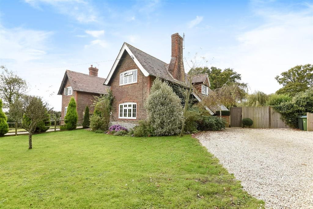 4 Bedrooms Semi Detached House for sale in Tortington, Arundel