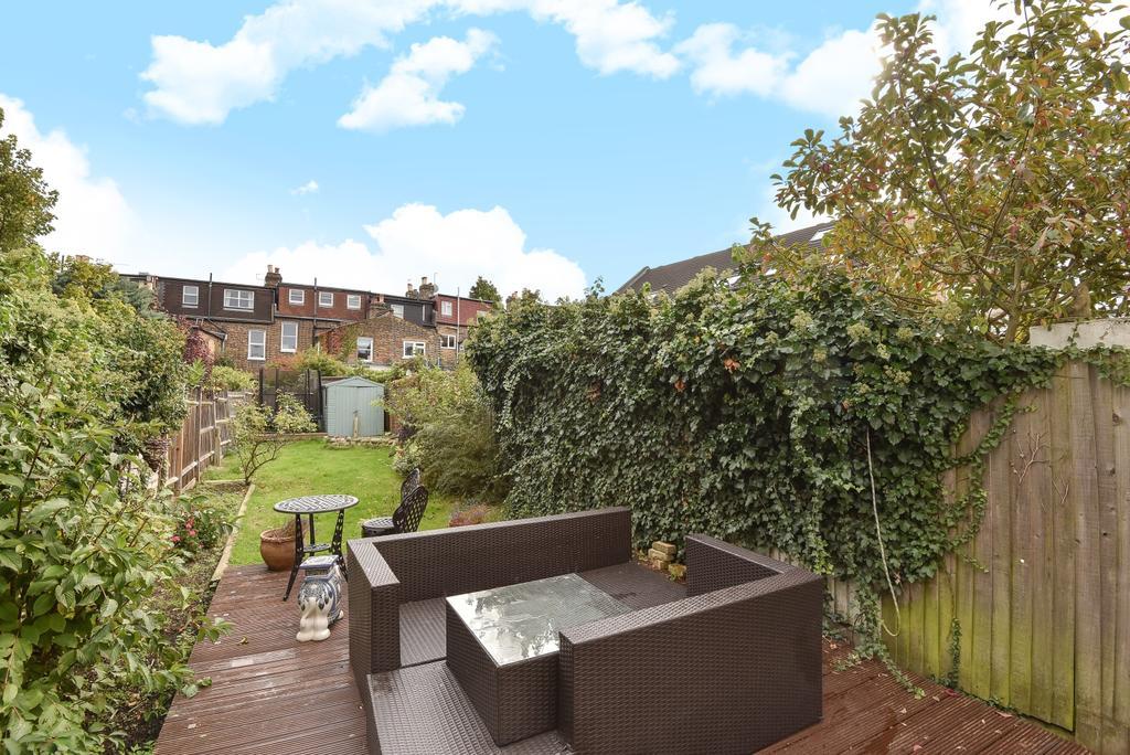4 Bedrooms Maisonette Flat for sale in Lordship Lane London SE22