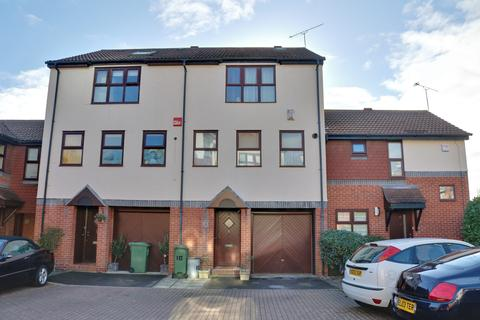 4 bedroom townhouse for sale - Beehive Walk, Gunwharf Gate