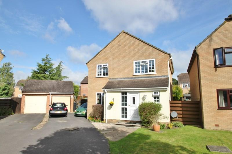 4 Bedrooms Detached House for sale in Meadow Grove, Verwood