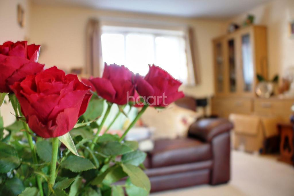 2 Bedrooms Bungalow for sale in Stewarts Lodge, Abbots Langley