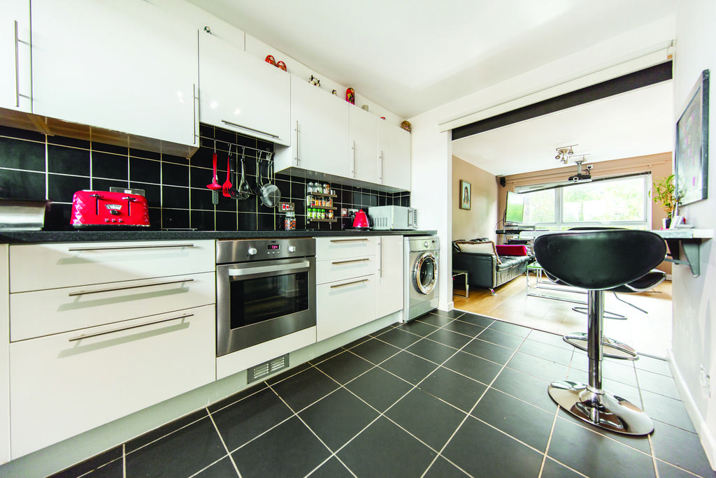 3 Bedrooms Flat for sale in East Hill, SW18