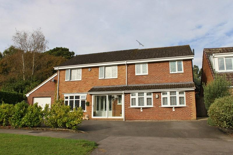 4 Bedrooms Detached House for sale in Crane Drive, Verwood