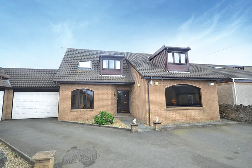 4 Bedrooms Detached Bungalow for sale in 23 Bellrock Avenue, Prestwick, KA9 1SQ