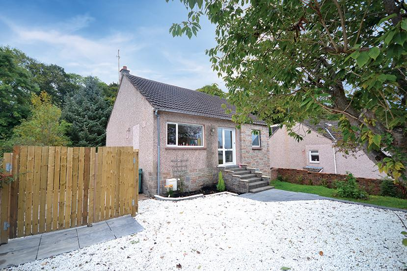 3 Bedrooms Detached Bungalow for sale in 48 Whinhill Road, Alloway, KA7 4RP