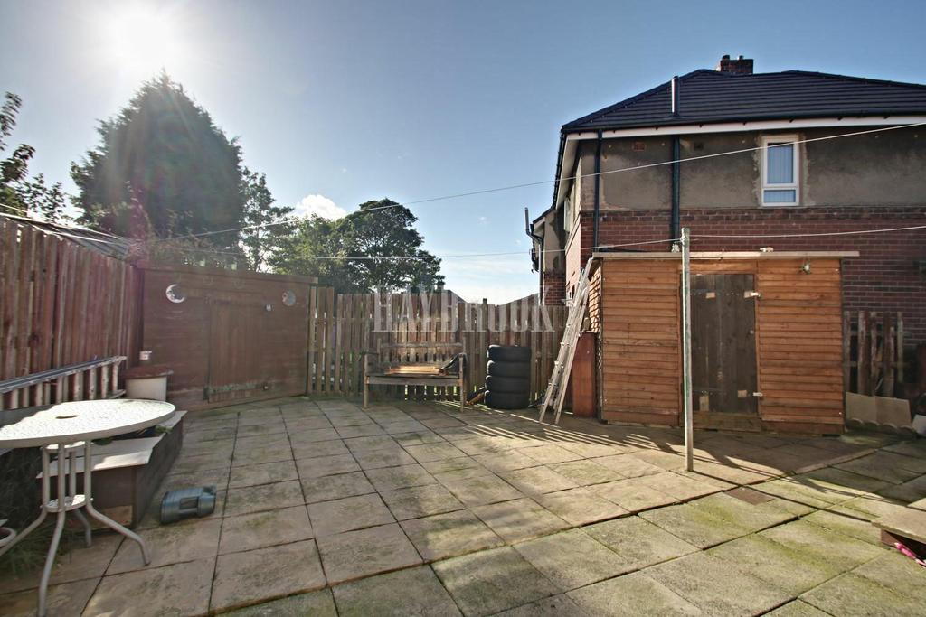 2 Bedrooms Semi Detached House for sale in Barrie Drive, Southey Green