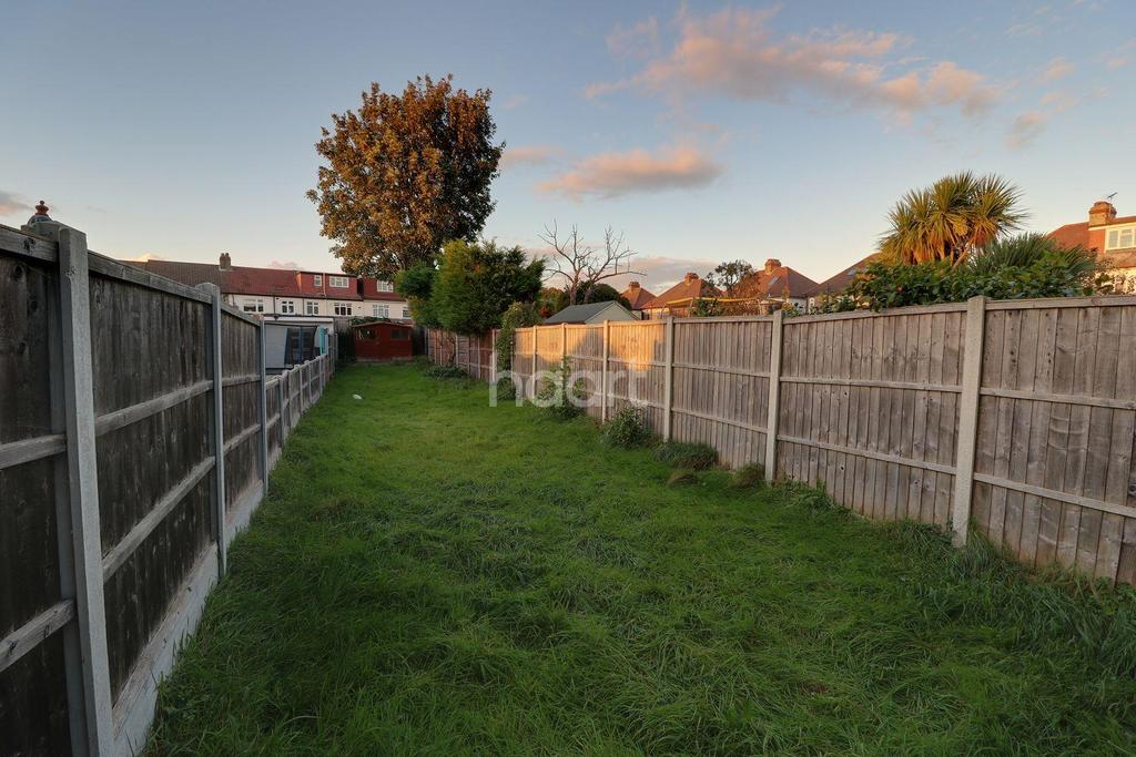 2 Bedrooms Terraced House for sale in Norman Road, Hornchurch