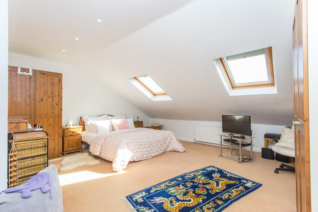 3 Bedrooms Flat for sale in Horn Lane, Acton