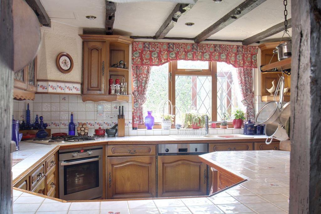 4 Bedrooms Detached House for sale in Mersea Road, Langenhoe, Colchester.