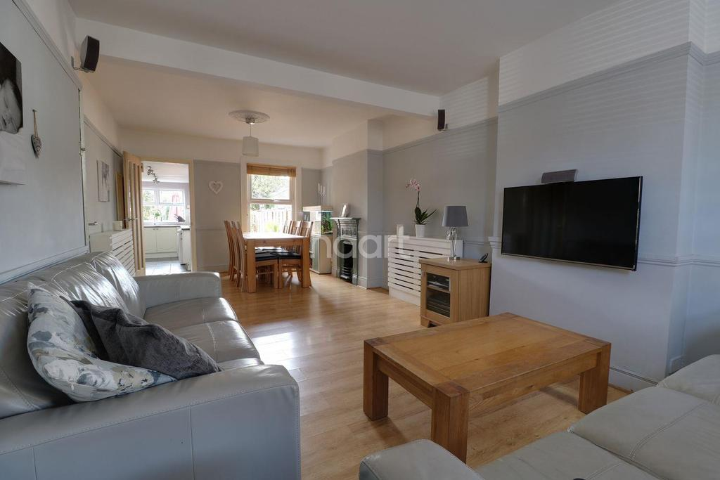 3 Bedrooms Semi Detached House for sale in Park Lane, Hornchurch