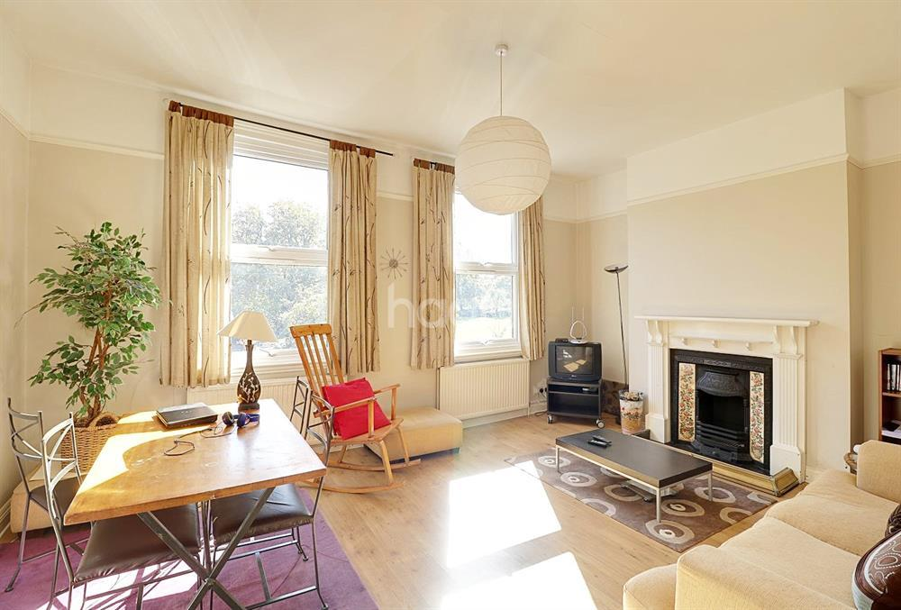 3 Bedrooms Maisonette Flat for sale in White Hart Lane, Wood Green, N22