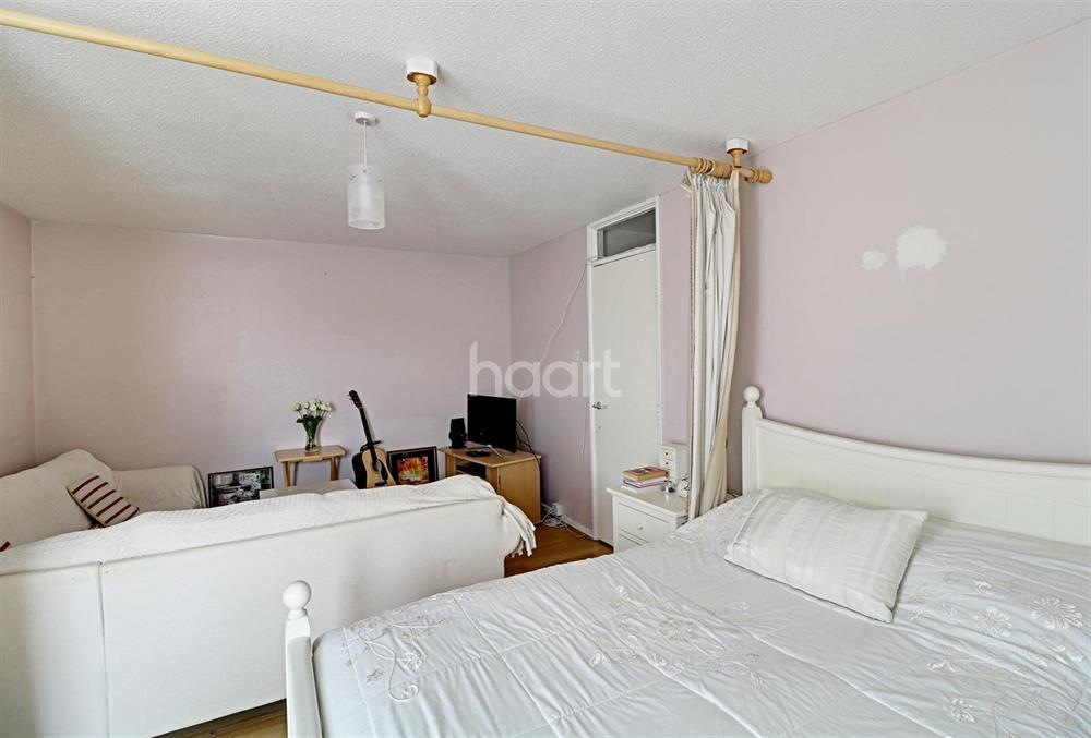 2 Bedrooms Flat for sale in Colebrook Way, New Southgate, N11