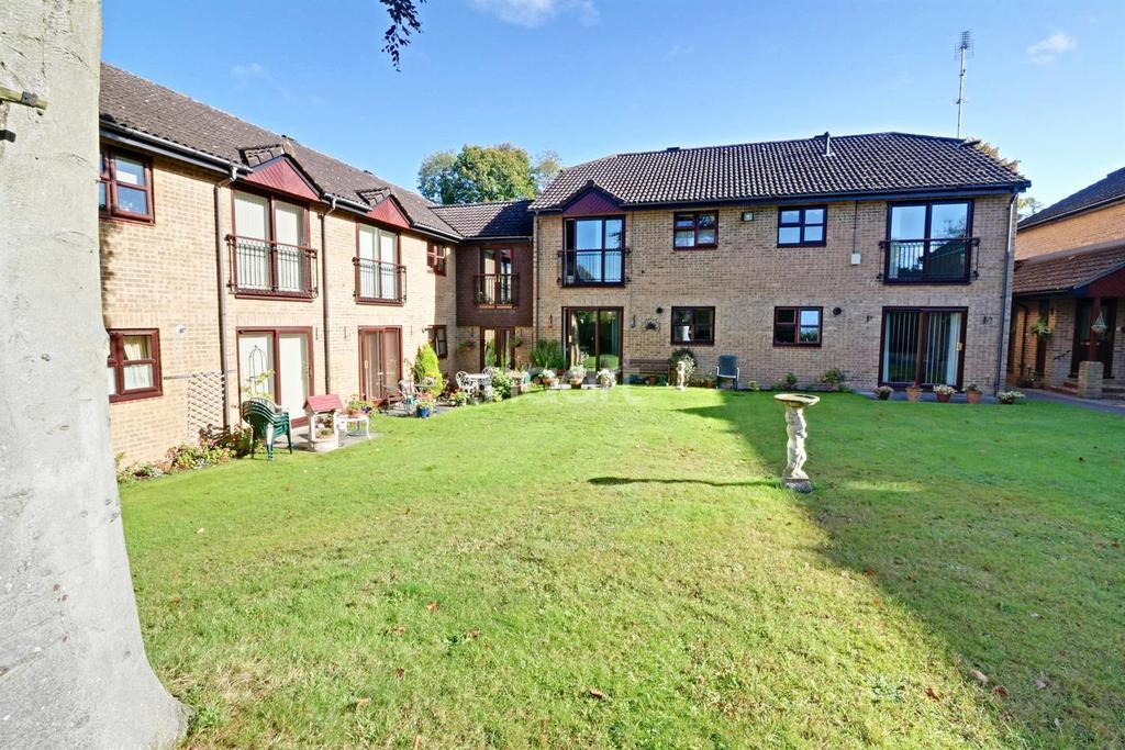 1 Bedroom Maisonette Flat for sale in Beechcroft Court, Bracknell