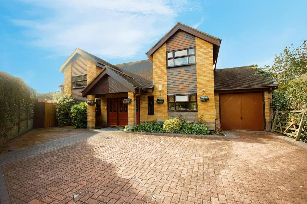 5 Bedrooms Detached House for sale in Ingleside Drive, Stevenage