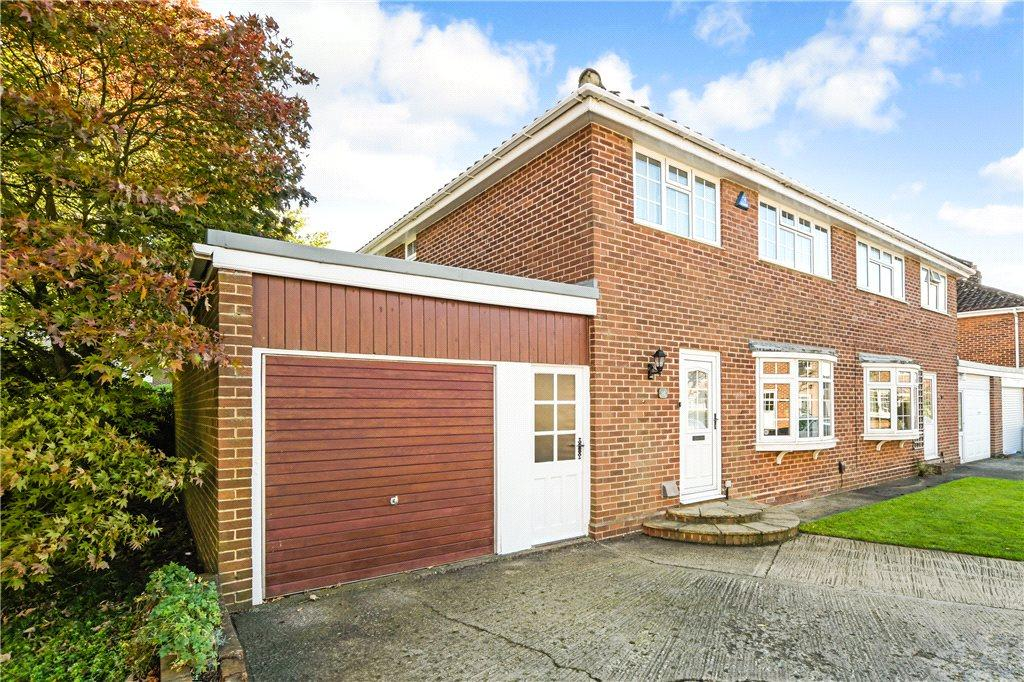 3 Bedrooms Semi Detached House for sale in Harcourt Drive, Harrogate, North Yorkshire