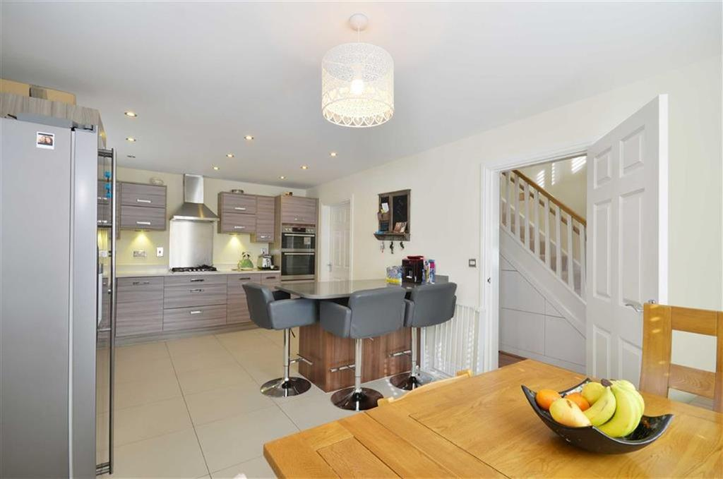 3 Bedrooms Detached House for sale in Wright Close, Bushey, Hertfordshire