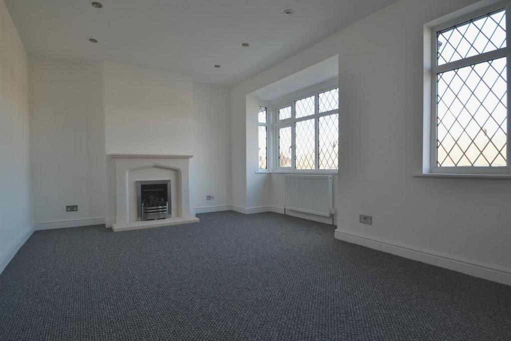 2 Bedrooms Flat for rent in Croydon Road, Coney Hall