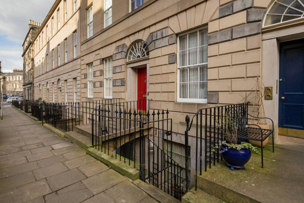 1 Bedroom Ground Flat for sale in 9b Clarence Street, Edinburgh, EH3 5AE