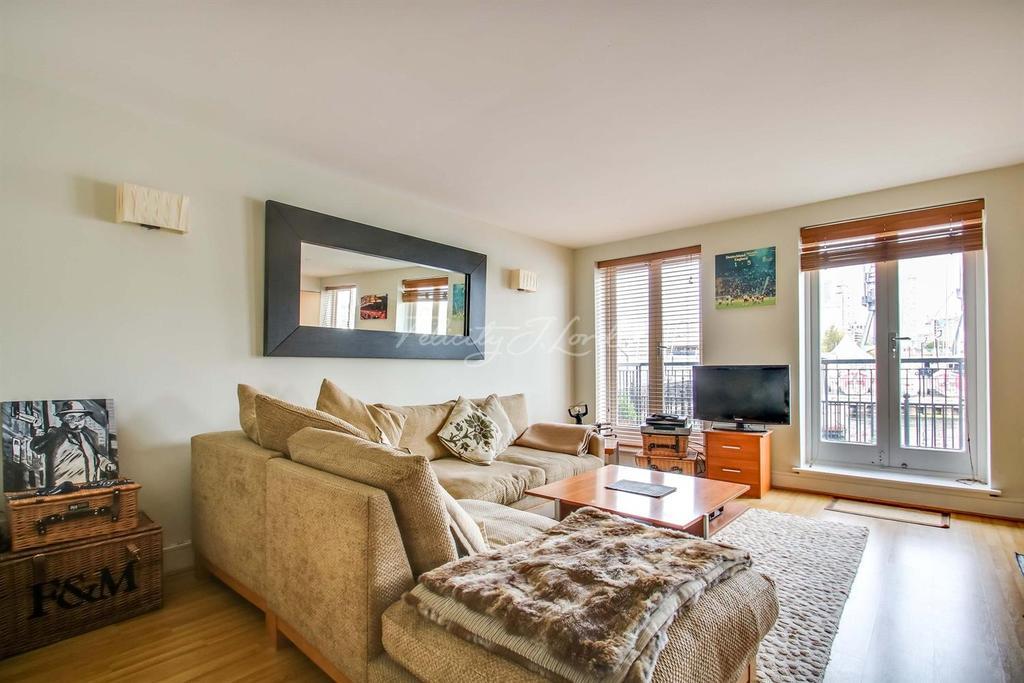 2 Bedrooms Flat for sale in Kingsbridge Court, E14