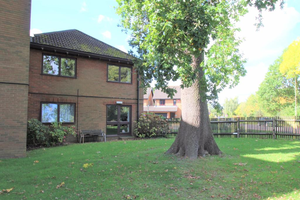 1 Bedroom Flat for sale in Round the corner from Waitrose at the Locks Heath Centre