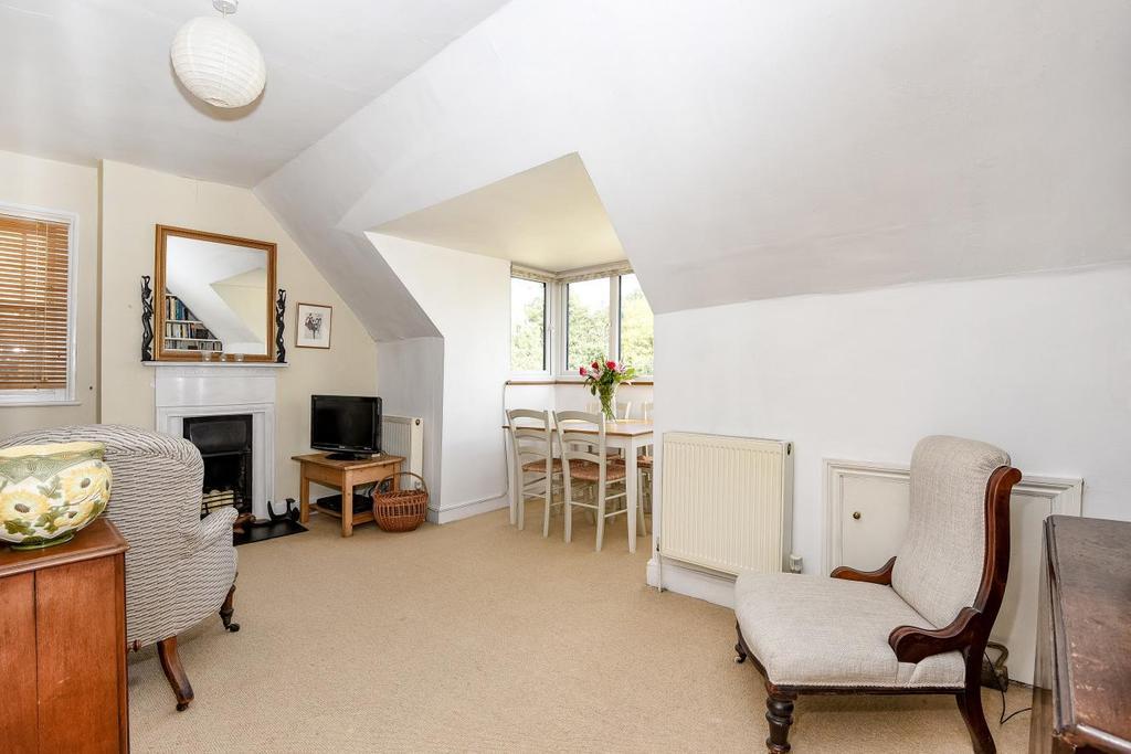 2 Bedrooms Flat for sale in Ferme Park Road, Stroud Green