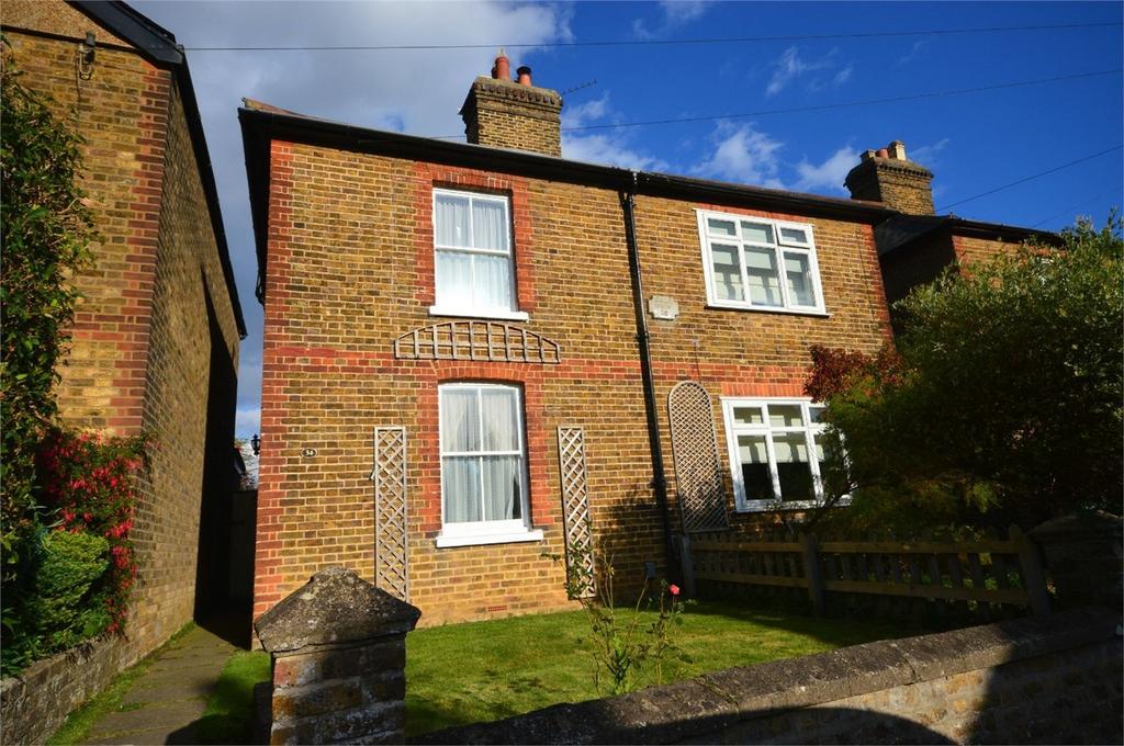 3 Bedrooms Semi Detached House for sale in 34 Barrells Down Road, Bishop's Stortford